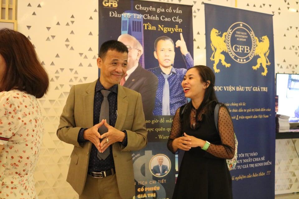 Tần Nguyễn  GiO LƯU BÊN LỀ HỘI NGHỊ ĐẦU TƯ CHỨNG KHOÁN GIÁ TRỊ 2020